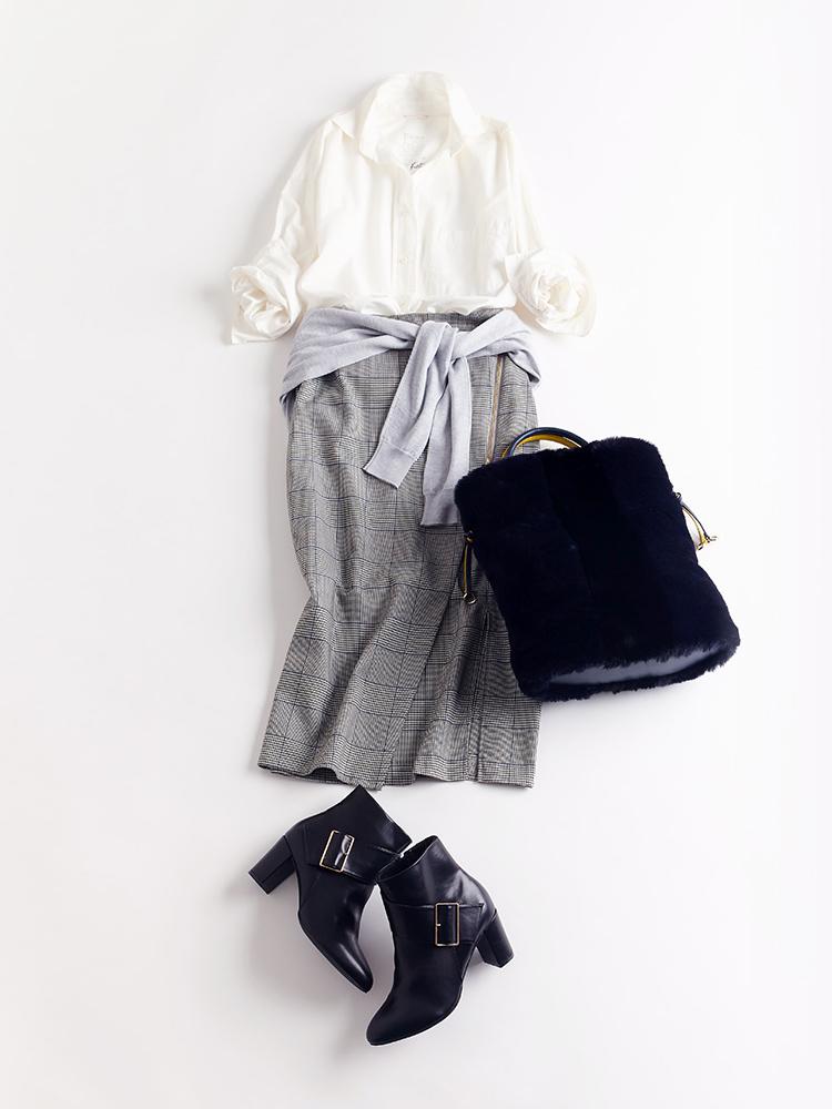 「メタリックなサイドジップでエッジを効かせながら清潔感をキープしたチェック柄のスカートは、クリーンな白シャツとも好マッチ。カーディガンをウエストにふんわりと巻き付けて、こなれたニュアンスもほんのりと」(スタイリスト・坂野陽子さん)