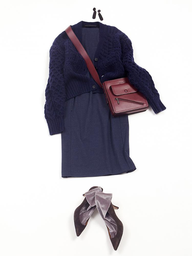 「ワンピースを今年らしいケーブルニットカーデ&ソックスで程よくカジュアルダウンさせて、休日のお出掛けスタイルに。バッグはクラシカルなスクエアシルエットで上品ムードをキープ。色もネイビーとコントラストが映えるボルドーで印象的に仕上げました」(スタイリスト・坂野陽子さん)