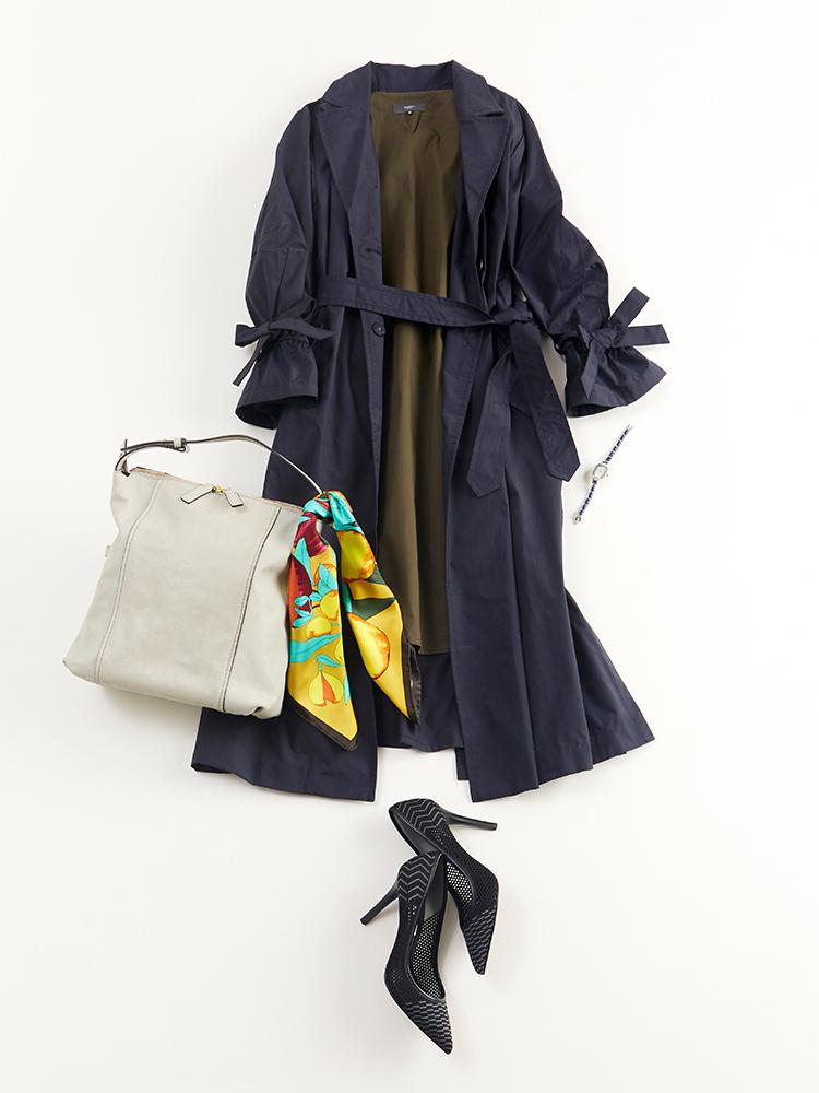 「週明けのお仕事はダークなカラーコーディネートで、大人っぽく凛とシックに。バッグのハンドルに鮮やかなスカーフをキュッと結び付けて、落ち着きのあるスマート&レディな着こなしに差をつけるポイントをプラス」(スタイリスト・坂野陽子さん)