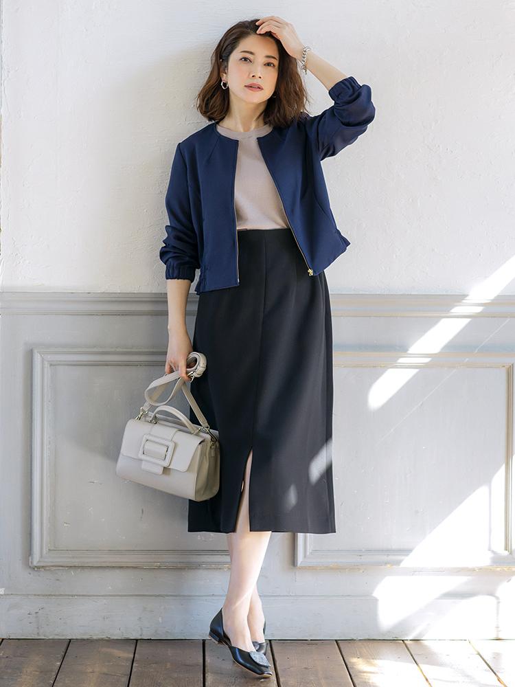 「バッグと足元までカラーリンクをさせて色の配分をおさえ、凛々しさのある大人シックなスカートスタイルが完成。お仕事シーンはもちろん、フラットシューズで動きやすさもあるので休日の街歩きにも◎」(スタイリスト・坂野陽子さん)